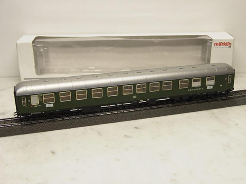 43940 Schnellzugwagen / Personenwagen dunkelgrün DB Epoche III - Märklin H0