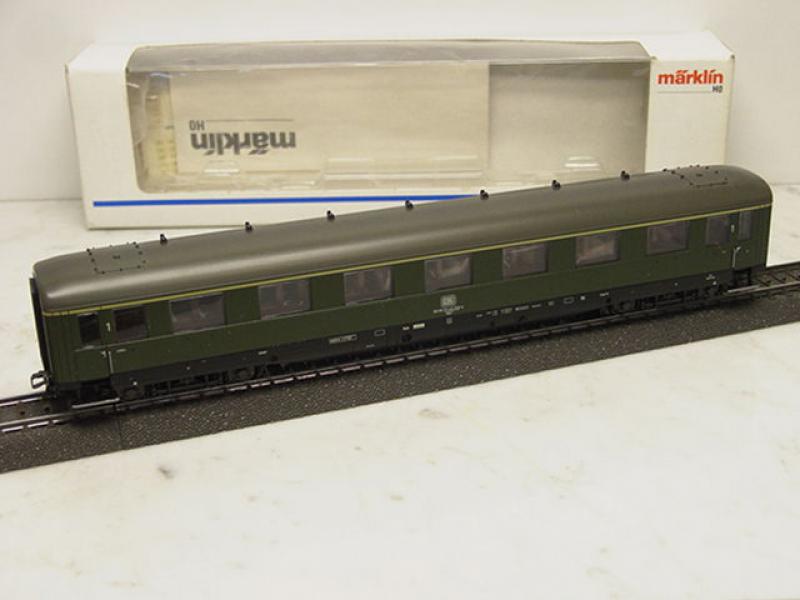 43200 Schnellzugwagen / Personenwagen dunkelgrün DB Epoche III - Märklin H0