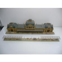 19884 Bahnhof Baden mit 3 überdachten Bahnsteigen und über 120 Personen - Vollmer N