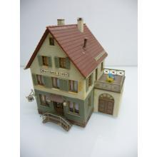 Gasthaus Linde mit Terasse auf Garage und Treppeneingang