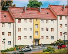 11402 Mehrfamilienhaus Auhagen H0