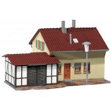 131358 Siedlerhaus mit Anbau - Faller H0