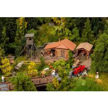 Jagdhütte mit Hochsitz Faller H0 130637